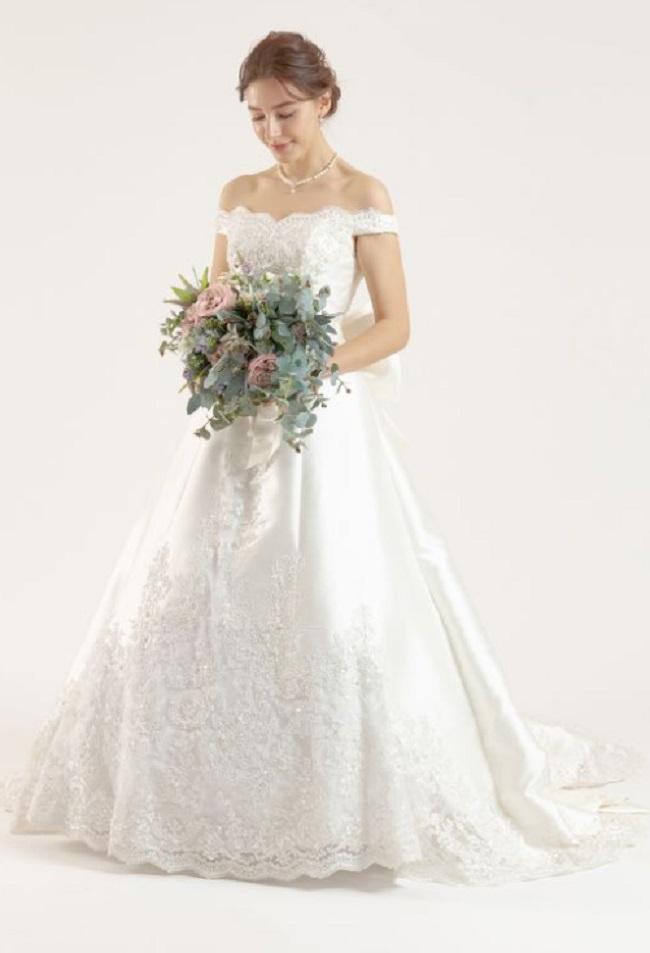 ドレセルのウェディングドレスの例1